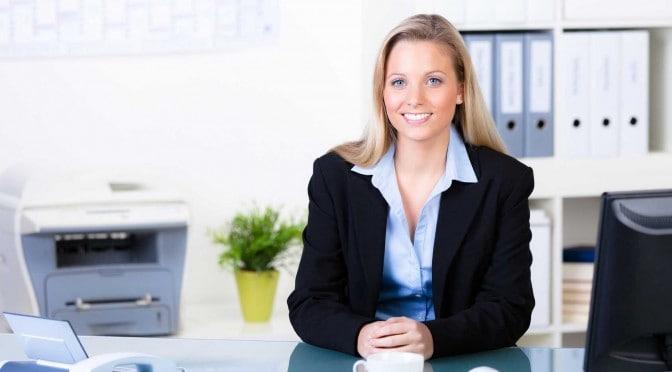 Frau verhandelt Gehalt